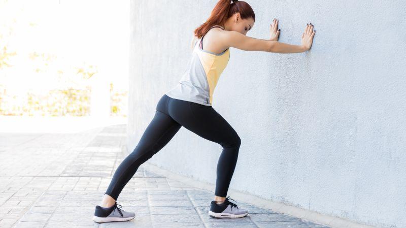Beckenbodenübung: Wand umwerfen